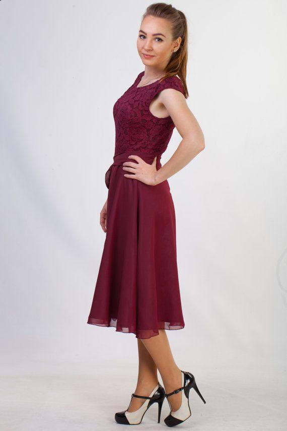 Vestido de encaje Borgoña corto corto de Dama de por HelensWear