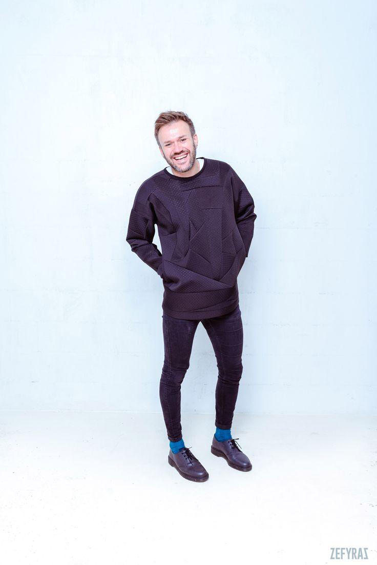 One. World | Black Pullover | Unisex #fashion #zefyras #zefyrasfashion #minimalist #sweater #colours #collection #details #pullover #unisex