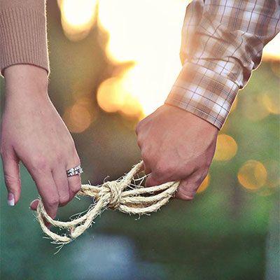 Net verloofd? Laat het iedereen weten met deze symbolische huwelijksaankondiging! #huwelijk #verloving