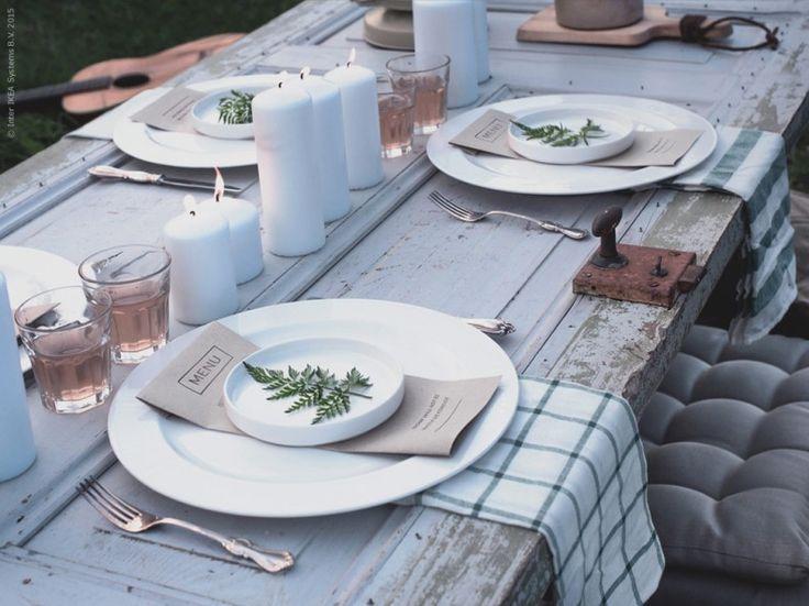 Dukat med naturliga inslag på STOCKHOLM tallrikar och assietter och POKAL glas, ELLY kökshanddukar. Frida Eklund Edman, Fridasfina, för Livet Hemma