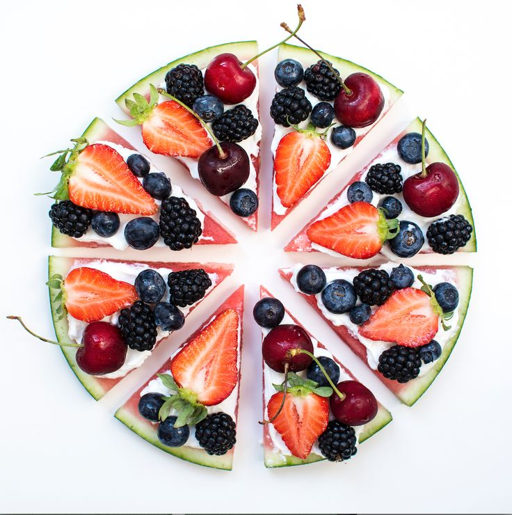 Torta Anguria Con yogurt greco e frutta fresca