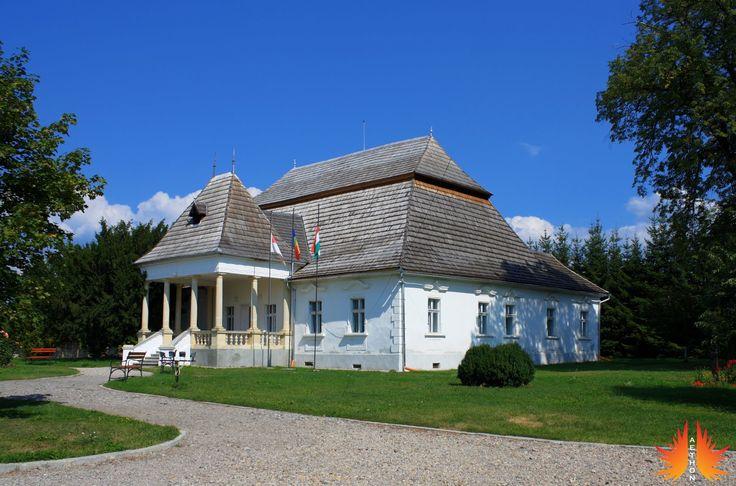 Castelul Mikes-Szentkereszty (sec. XVIII - XX - construit în 1632), Zagon; forma actuală datează din 1903; elemente de baroc