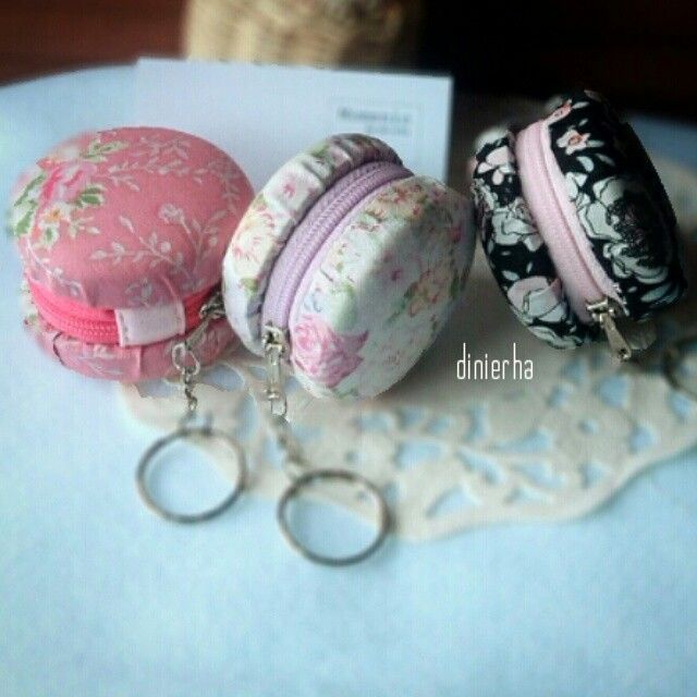 Upcycling: macaroon pouch from galon cap