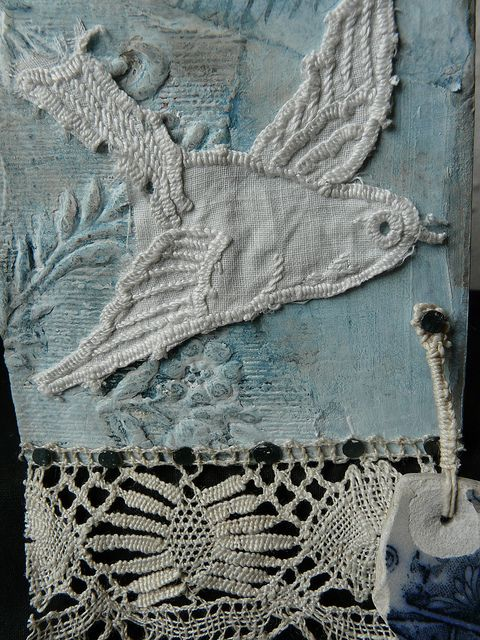 LOVE THE COMBINATION OF FABRIC,  CROCHET, & EMBROIDERY...AND, OF COURSE, IT'S A BIRD ;)