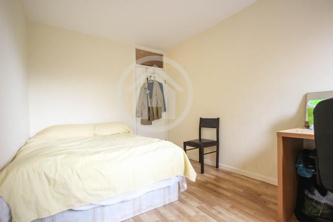 Room For Rent Flat Double Room Wifi Broadband Free Couples Welcomed If You Feel That The Room Fits With Your Needs Rooms For Rent Renting A House Room
