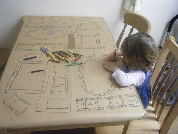 Pré-dessiner des cadres sur une grande feuille ( ici rouleau de papier kraft) et inviter les enfant à dessiner des œuvres d'arts !