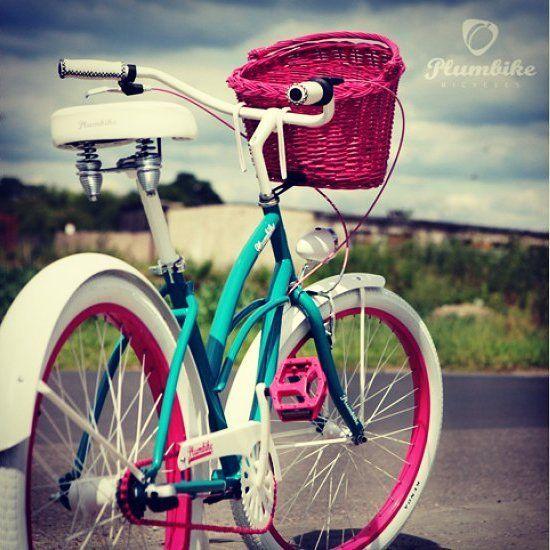 BICICLETA URBANA ANTONELLA disponible en nuestra tienda #FavoriteBike http://favoritebike.com/shop/bicicletas-urbanas/bicicleta-urbana-antonella/ Bicicleta de la casa Plumbike montada artesanalmente. Bicicleta urbana LA DONNA ANTONELLA en color turquesa con detalles en color fuixa. Está diseñada para personas que quieren reflejar su personalidad en la bici.