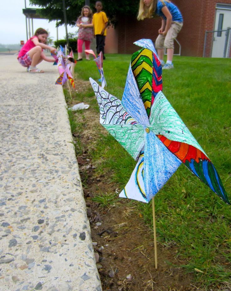2nd Grade Pinwheels-perfect art lesson for lines and can be integrated for air and water unit in science. Just in time for spring :)