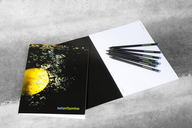 Frisches Design mit Splash-Früchten im Offsetdruckverfahren. Dieser Notizblock mit den passenden Bleistiften ist das perfekte Werbemittel.