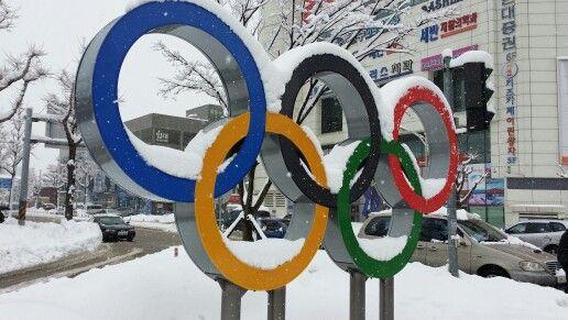 강릉시 옥천 오거리에 설치된 올림픽 상징 조형물