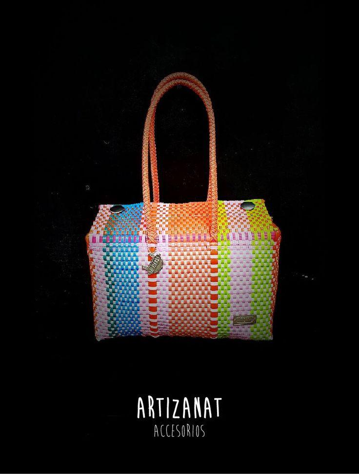 Las combinaciones son infinitas en los bolsos juveniles y artesanales de Artizanat, ¿a dónde llevarías este?