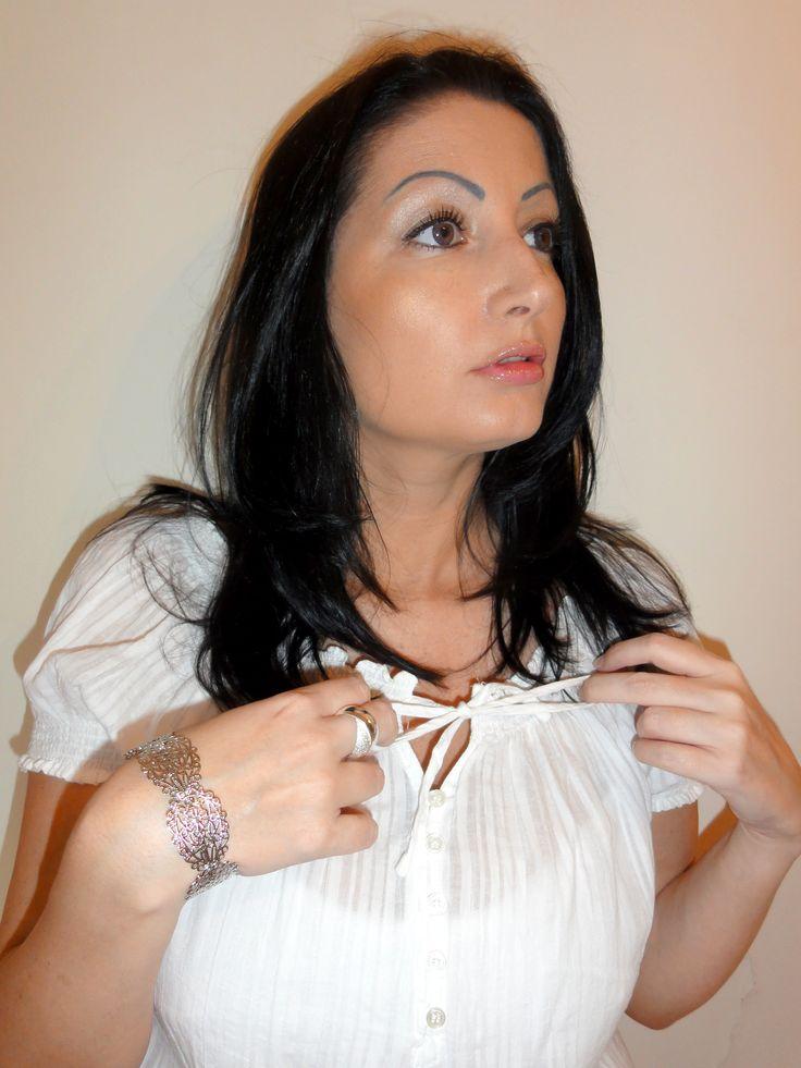 #bijoux #fantaisie #bracelet #argent #duponddurand #blue #lenses #lentilles #freshlook #blouse #white
