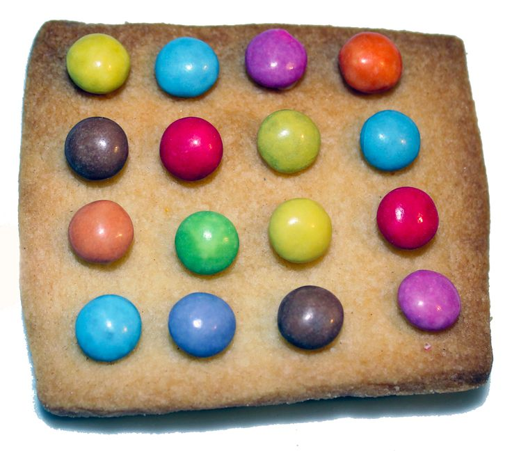 Spot biscuit, another biscuit based on Damien Hirst's art, his work lends itself very well to biscuit design. Made with shortbread and mini smarties, yum yum.
