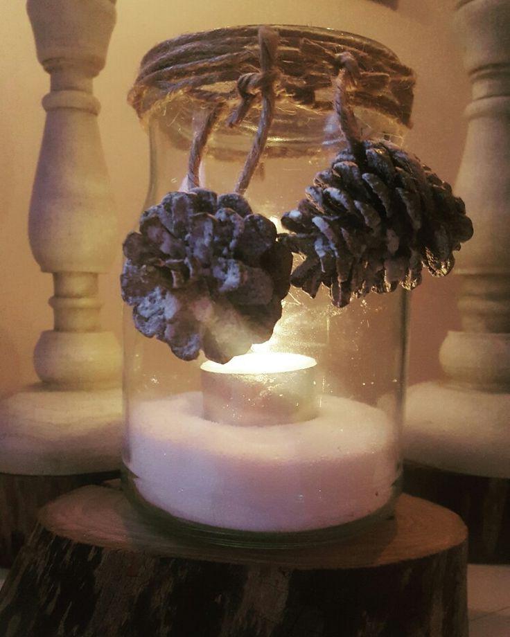 Gammal burk blev ljuslykta 🎅. #jul #julpyssel #pyssel #gran #dekoration #tips #visomälskarjulen #granris #viivilla #trädgård #garden #pynt #tomte #santa #diy #inredning #interior #interiordesign #Christmas #snow #light #cosy