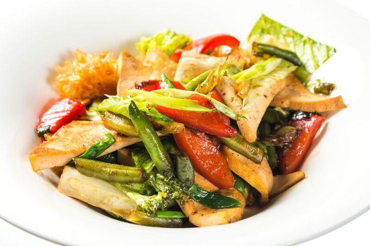 """Салат с тофу и овощами""""Нежность сакуры""""  http://chummy.com.ua/menu/salads/salat-s-tofu-y-ovoschamy-nezhnost-sakury"""