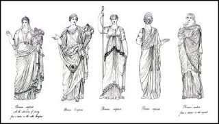 Roma recebeu influências gregas no seu vestuário. A TOGA, sua principal vestimenta, se assemelha ao HIMATION. Os romanos usavam a túnica e por cima a toga, que era extremamente volumosa e denunciadora do status social. O tamanho e a cor diferenciavam a condição de prestígio ou a função do usuário. Pessoas mais simples como os trabalhadores, plebeus, escravos e até mesmo os soldados do exército, muitas vezes só usavam a túnica.