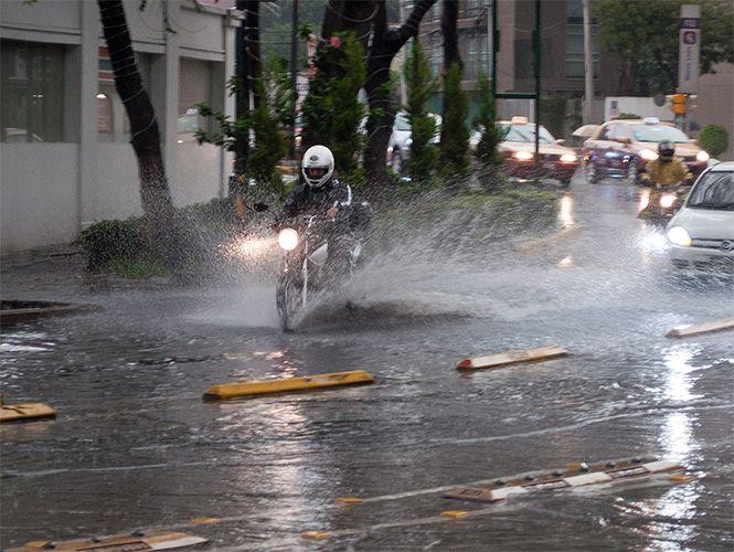 Reportan lluvia en seis delegaciones del DF - http://notimundo.com.mx/reportan-lluvia-en-seis-delegaciones-del-df/