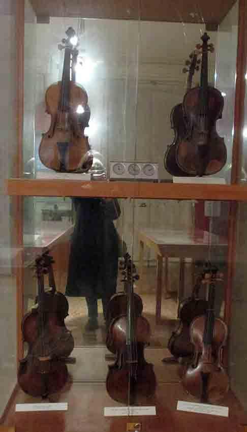 The music school instruments Calle della Pietà, au n° 3701, On peut visiter le Piccolo Museo della Pietà Antonio Vivaldi, qui présente des documents sur les enfants recueillis et quelques instruments de musique joués par les jeunes filles.