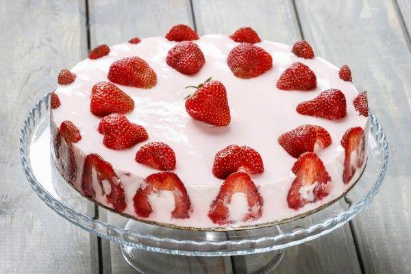 Торт-желе с клубникой, ссылка на рецепт - https://recase.org/tort-zhele-s-klubnikoj/  #Десерты #блюдо #кухня #пища #рецепты #кулинария #еда #блюда #food #cook