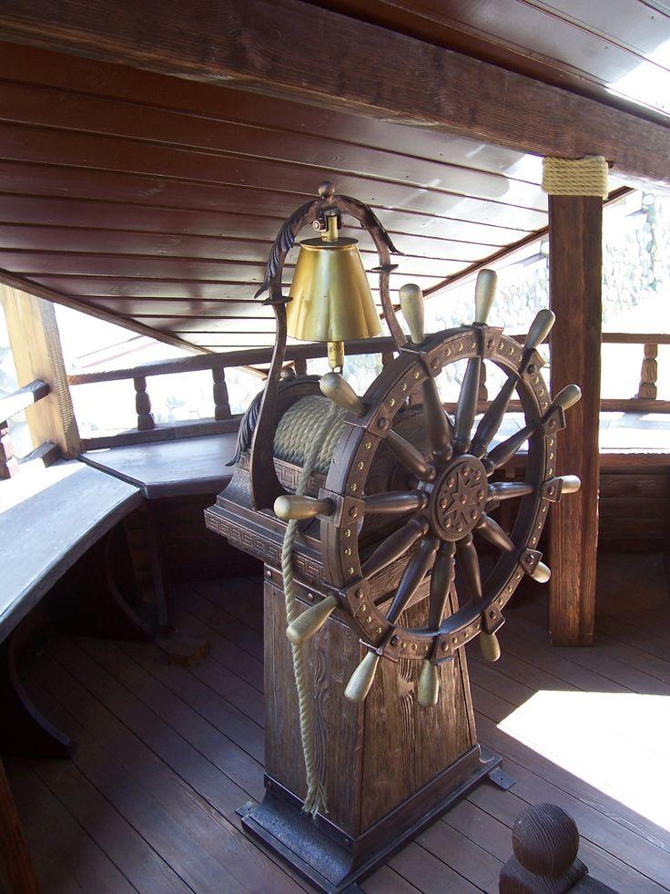 Капитанский мостик - почему-то на носу