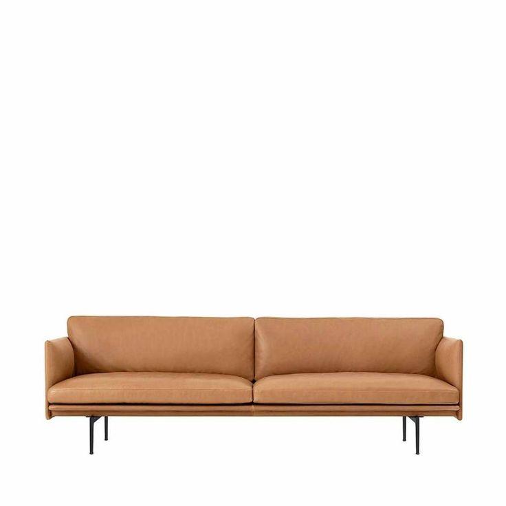 Deze elegante sofa heeft een diepe zit voor hoog comfort. De sofa is verkrijgbaar in stoffen van Kvadrat of Arve en in leer van Camo Leathers.
