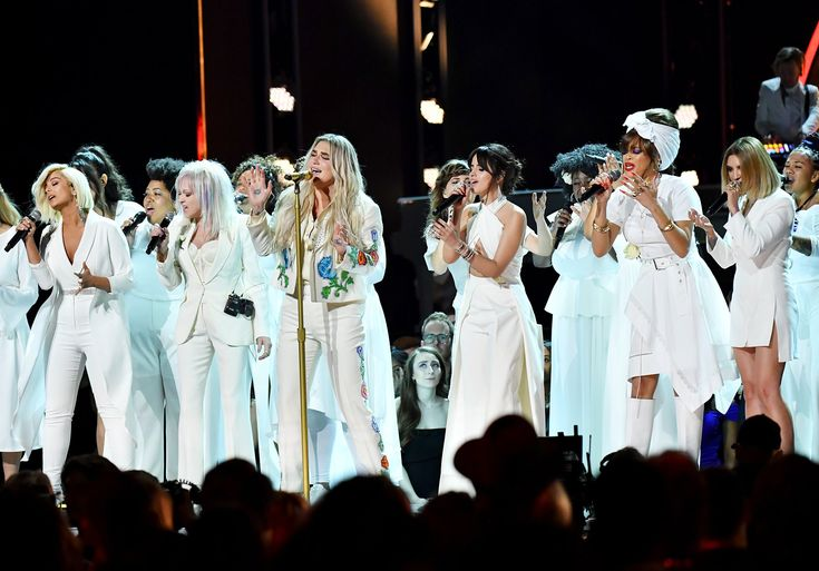 Kesha performed at the #grammys with Camila Cabello, Cyndi Lauper and more