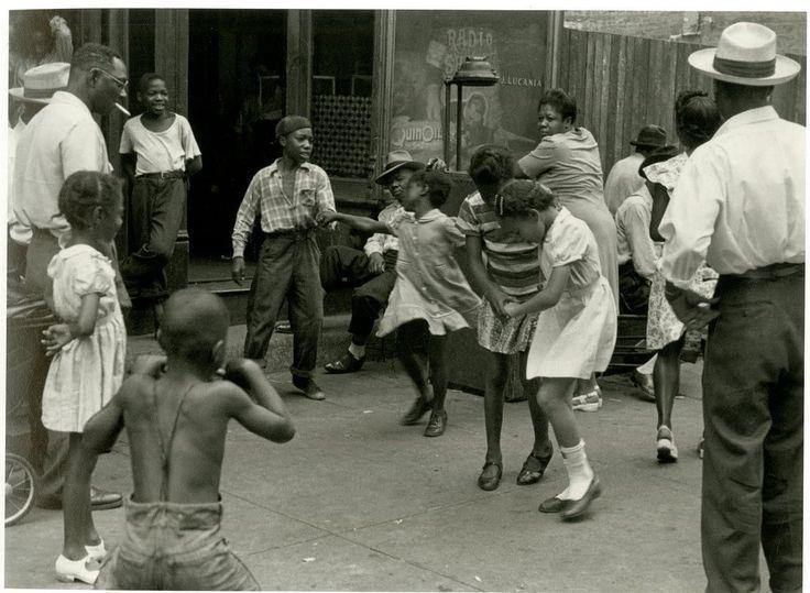 US photographer Helen Levitt, Children dancing, Harlem, c.1940 #womensart