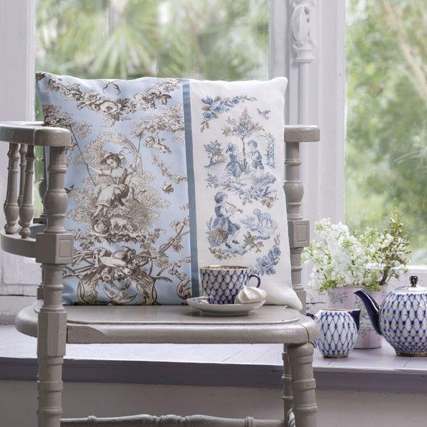 """""""toile de jouy"""" pillow cover kit  - blue"""