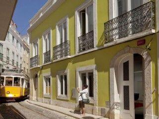 Alfama - Lisbon Lounge Suites Aptos une chambre / salon donnant sur le Tage   Location de vacances à partir de Lisbonne @homeaway! #vacation #rental #travel #homeaway