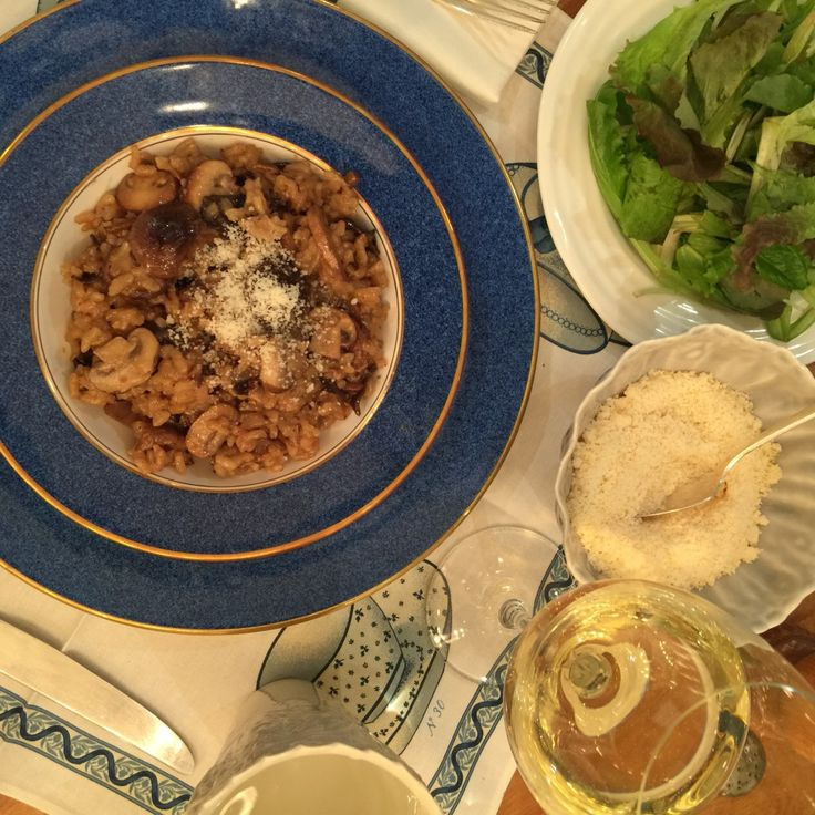 THE ultimate comfort dinner. Wild Mushroom Risotto. Easy cuz it's oven baked!