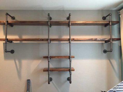 Individueller Schreibtisch & Regale aus Holz & Pfeife