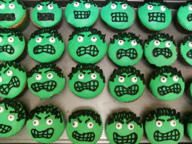 Cupcakes With Cake Toppers