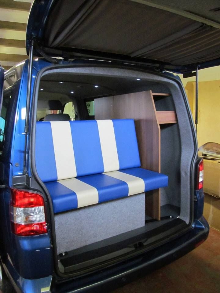 3/4 Rock'n'Roll bed rear seats with under storage space.