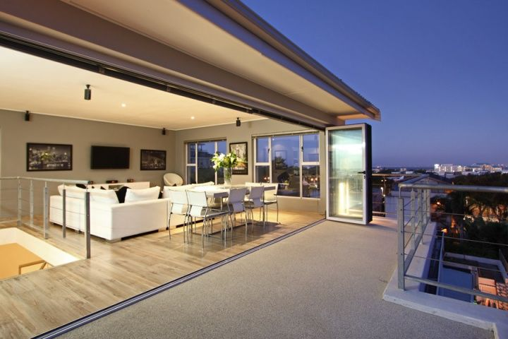 RESIDENCE PENTHOUSE. Holiday Rental  in Green Point for 6 People at R3,250 / Night