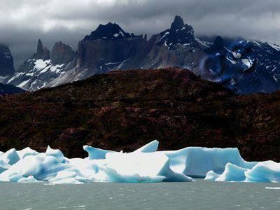 Torres del Paine: Icebergs en el Lago Grey y los Cuernos del Paine, Decima Segunda Región, Chile
