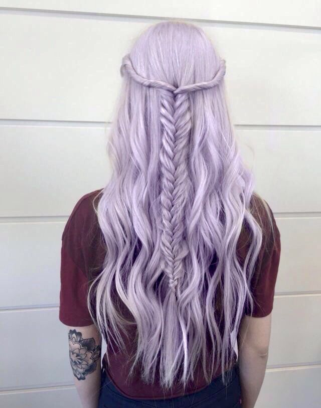 Lilac hair, an awesome color for this spring/summer!