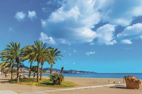 Fly&Drive Highlights van Andalusie  Description: Uw Fly & Drive is inclusief: Retourvlucht naar Málaga met Corendon. 7 nachten in verschillende middenklasse hotels (2-3 sterren). Verblijf op basis van logies en ontbijt. Autohuur categorie A inclusief verzekering. Uw Fly & Drive is exclusief: Lunch en diner. Fooien entreegelden en facultatieve excursies. Transfer naar en van uw accommodatie. Benzine. Dag tot dag programma: Dag 1: Málaga - Granada (ca. 150 km) Na aankomst in Málaga neemt u de…