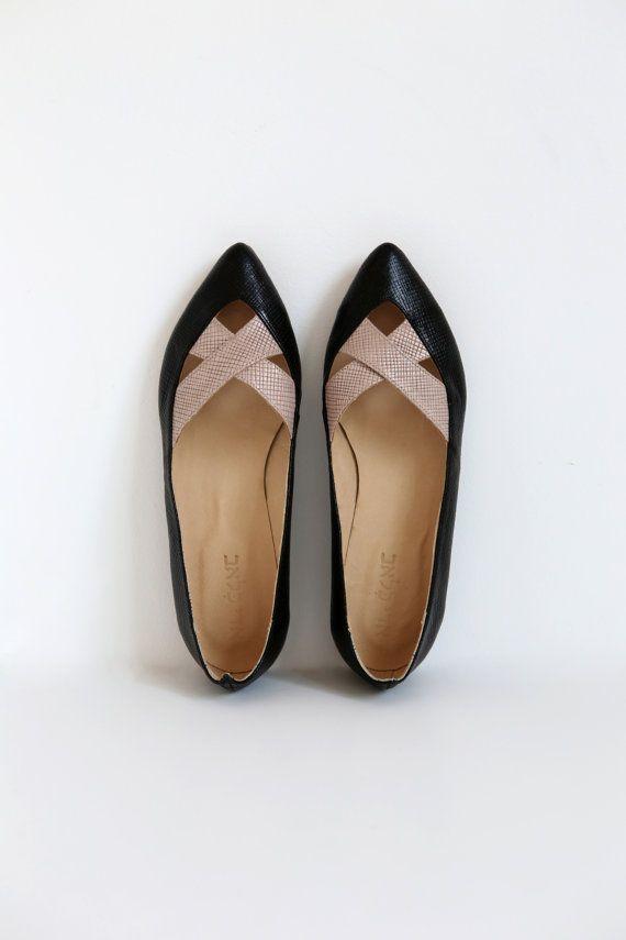 Womens Slip Ons incrociato punta tacco scarpe nero e di ADIKILAV