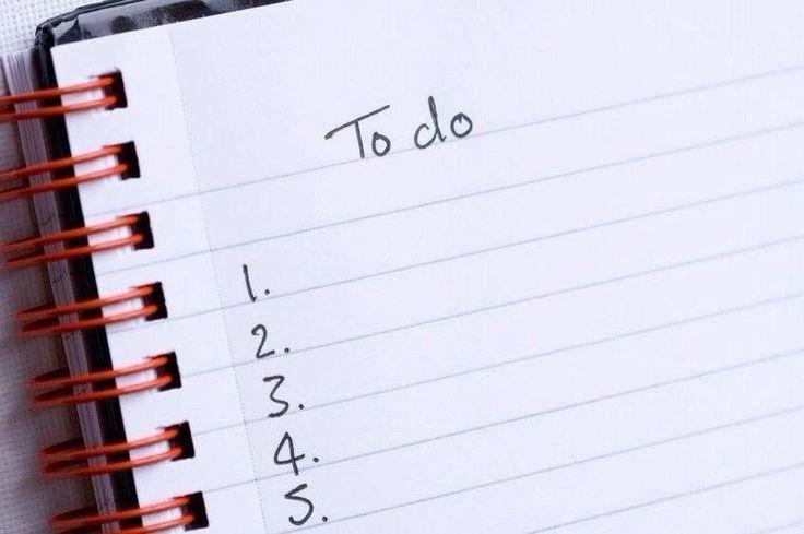 Правило 9 дел  Планируйте не более 9 дел в течение дня — 1 важное, на которое нужно потратить большую часть времени, 3 второстепенных, несложных и 5 совсем мелких.  Как это работает  ОДНО ИЗ САМЫХ ЭФФЕКТИВНЫХ ПРАВИЛ ДЛЯ ТЕХ, КТО СТРАДАЕТ от неумения планировать свои дела должным образом, — так называемое правило 1-3-5. Согласно этому правилу, нужно планировать не больше 9 дел за день. Таким образом, удастся выполнить 4 довольно важных дела, и останется время на 5 мелких (про которые, однако…