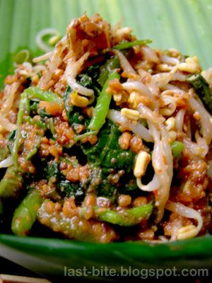 Pecel - Indonesian traditional food: an assortment of boiled veggies served with peanut sauce #Indonesian recipes #Indonesian cuisine #Asian recipes http://indostyles.com/