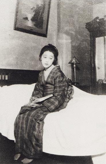 """O You お葉 (1904-1980) , real name ; """"Nagaika-ko Yo - Kaneyo"""" 永井カ子ヨ - かねよ Model & lover of Takehisa Yumeji 竹久夢二 (1884-1934) at Hongou Kiku Fuji hoteru 本郷菊富士ホテル - 1920s"""