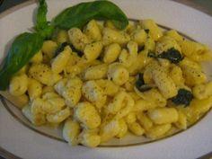Gnocchi con Cipolla, Basilico e Parmigiano