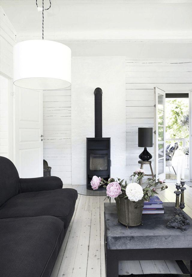 Der skandinavische Innenraum im Blockhaus. Mehr auf www.pineca.de/blockbohlenhauser/