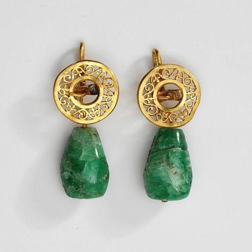 Roman emerald earrings, made 1st-4th century