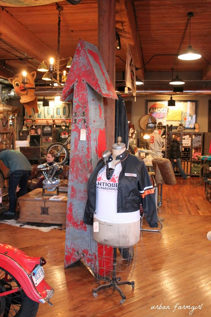 The American Picker's store in Nashville - Antique Archaeology.