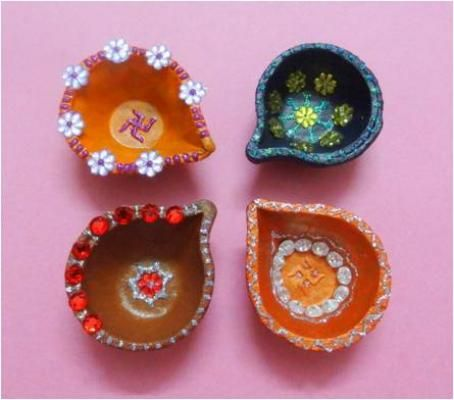 7 Ways to Celebrate Diwali: The Festival of Lights (Decorate Your Own Diyas) #diwali #diyas #oillamps