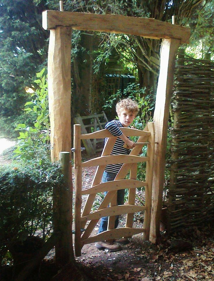 Established by Alex Moir in 1993, The Cleft Wood Company is a small team of craftsmen who specialise in traditional cleft oak fencing and gates.