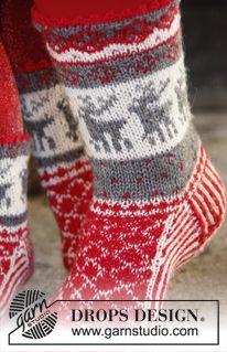 """DROPS Kerst: gebreide DROPS sokken met Noors patroon van """"Fabel"""". ~ DROPS Design"""