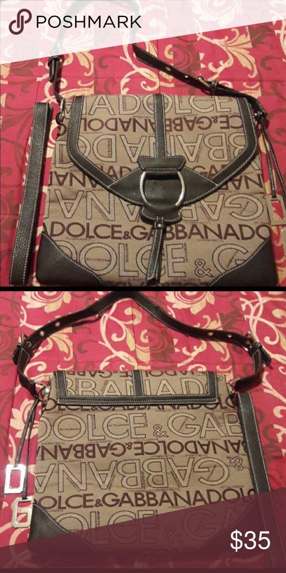 Dolce & Gabbana crossbody purse Dolce & Gabbana large crossbody bag. In like new condition Dolce & Gabbana Bags Crossbody Bags