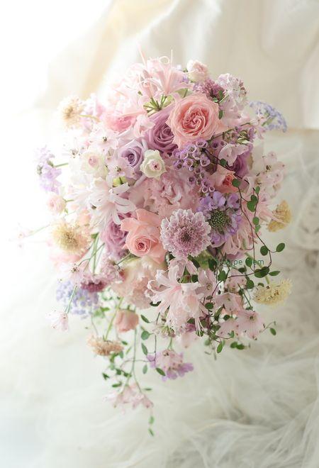 シャワーブーケ ホテルニューオータニ様へ サーモンピンクのドレスに : 一会 ウエディングの花